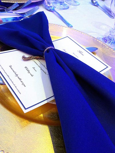 Blue polyester napkin with gold charger plate for wedding table decor