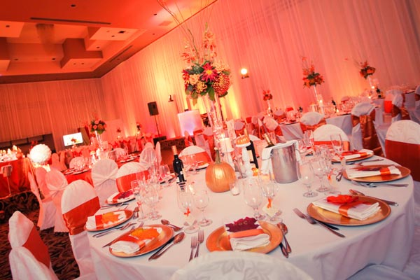 Fall Montreal wedding in orange and white at Chateau Royal Laval